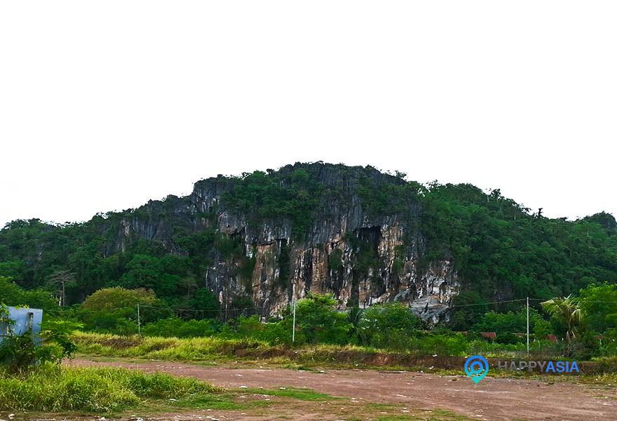 Горы-с-пещерами