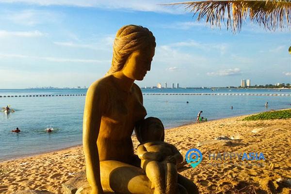 Пляж Банг Сарей в Паттайе