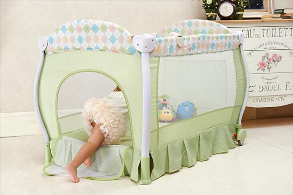 Детская кровать для путешествий. Какую выбрать? Наш обзор и тест
