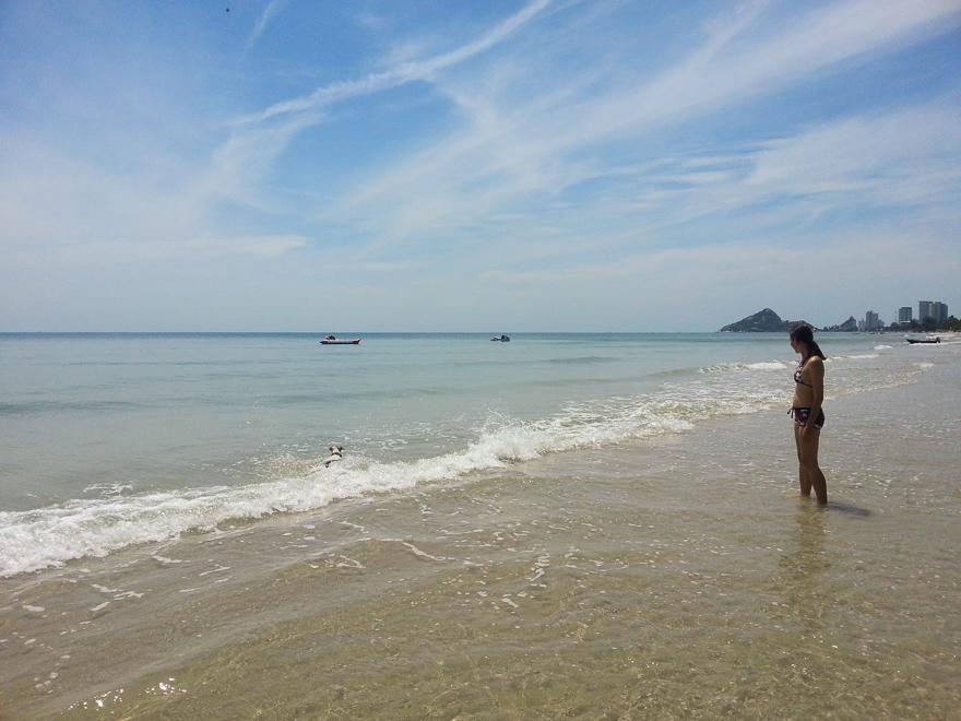 После долгой дороги до Хуа Хина мы были в восторге от местного моря
