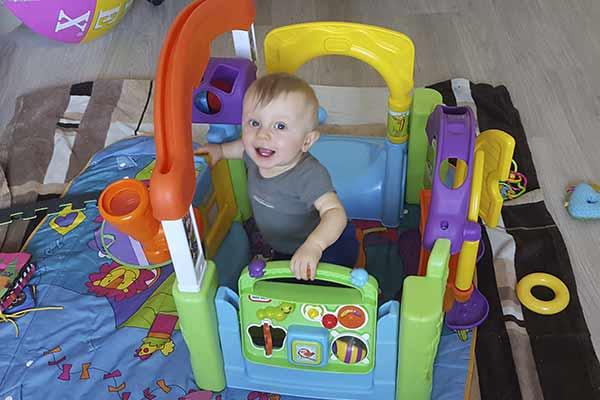 Как каждый месяц радовать ребенка новой игрушкой