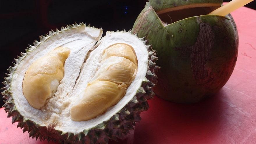 Дуриан и кокос
