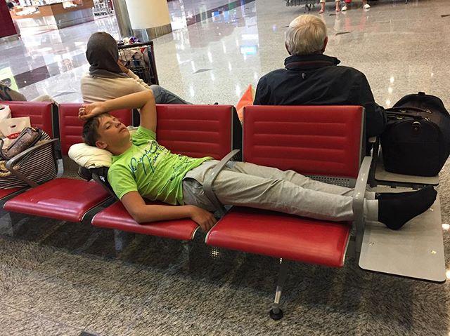 Как спят в аэропортах Дубая