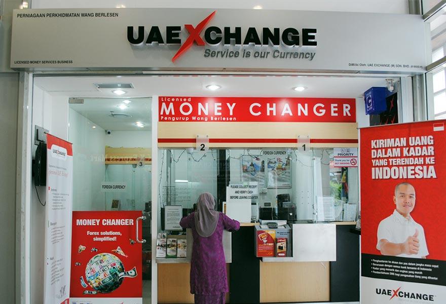Деньги в ОАЭ: какую валюту брать с собой, где лучше менять и расплачиваться