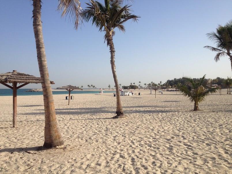 Пляж Al Mamzar в марте: людей почти нет