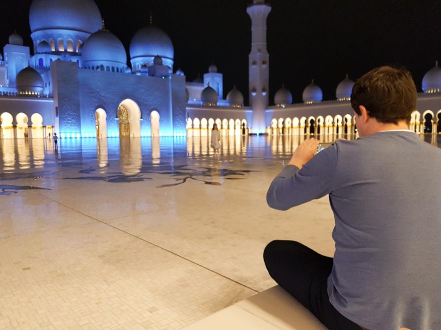 Фото: я в феврале вечером в ОАЭ в футболке и мне комфортно