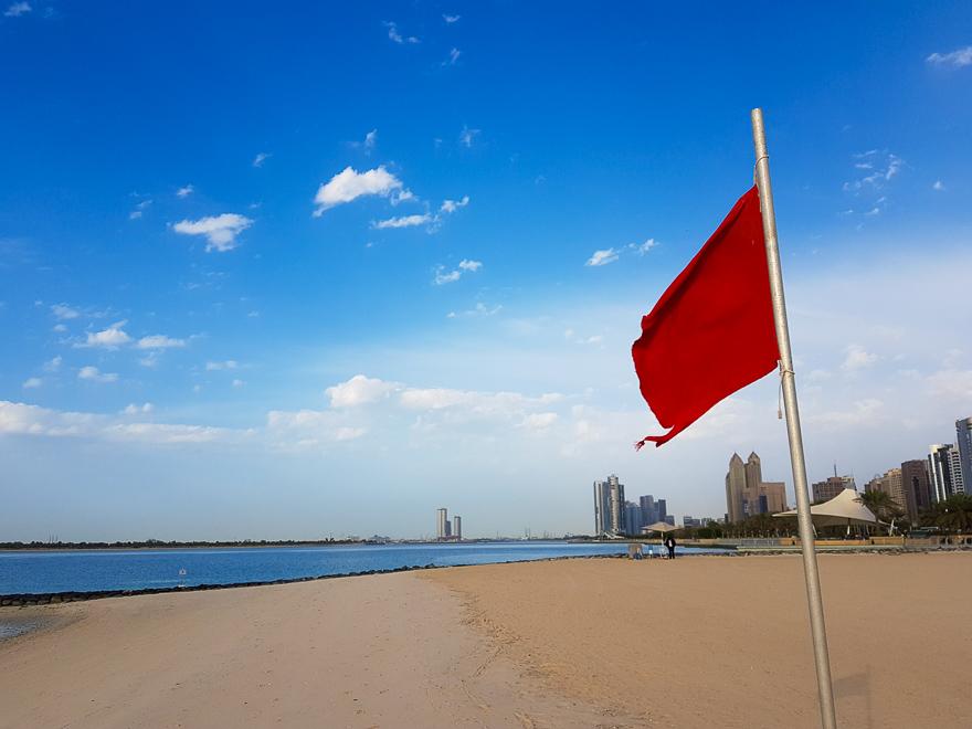 В феврале в Дубае пустые пляжи, потому что купаться холодно