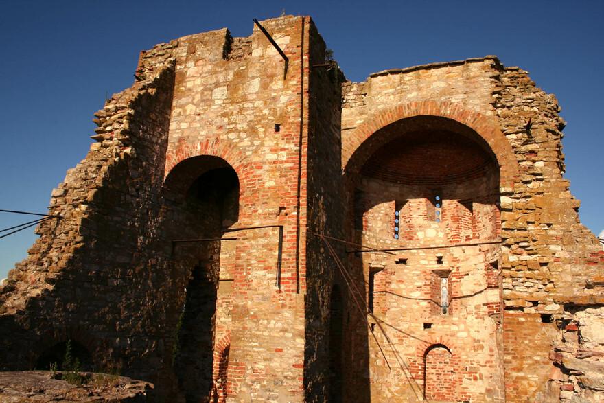 Крепость вблизи