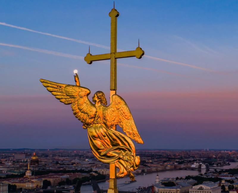 Шпиль и ангел Петропавловской крепости