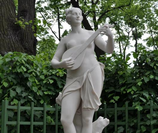 Статуи летнего сада в Санкт-Петербурге